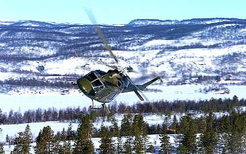 Det er helikoptre av denne Bell-typen som kan gå inn som reserveløsning i ambulansetjenesten. Foto: TorbjørnKjosvold/Forsvarets mediesenter.
