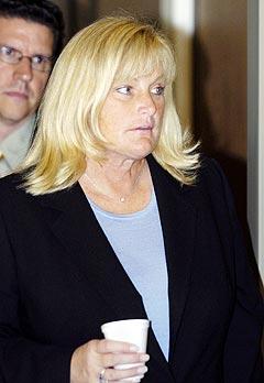 Michael Jacksons tidligere kone Debbie Rowe sier hennes eksmann ble utnyttet av grådige medarbeidere. Foto: Aaron Lambert, Reuters.
