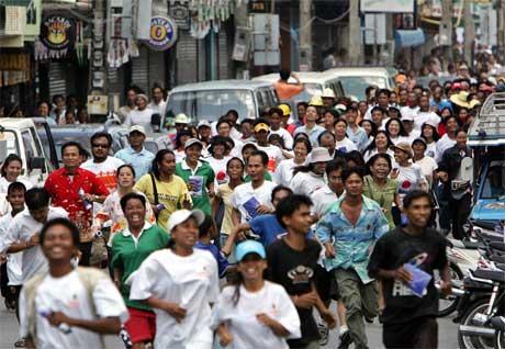 "Det var fullt ""kaos"" i gatene i Phuket. (Foto: Scanix / Reuters)"
