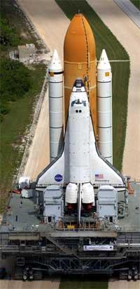 Discovery er nesten klar til oppskyting. Bildet er tatt 6. april i år ved Kennedy Space Center i Florida. (Foto: Scanpix / AP / Peter Cosgrove)