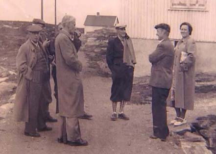 På slutten av 50-tallet var Hamars Sørvær-komite på besøk på Sørvær for å se hvordan gjenreisinga hadde gått.