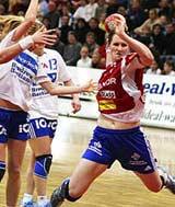 Maren Villabø scorer mot Nordstrand (Foto: Andreas Wivestad/Byåsen håndball)