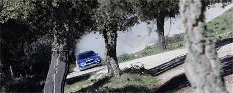 Støvet skaper problemer for førerne og Petter ville heller ha en tidsstraff enn å ligge i støvet til bilen foran. (Foto:www.swrt.com)
