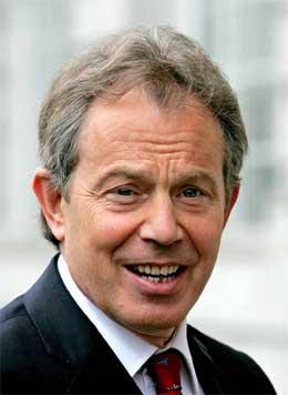 Det britiske folk ser ut til å ville ha fire nye år med Tony Blair. (Foto: Reuters/Scanpix)