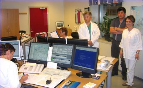 Travelt i den felles AMK-sentralen. Fra høyre Ann Kristin Skurtveit, Lars Erik Sjømæling og John Arne Larsen. Foto: Gunnar Sandvik