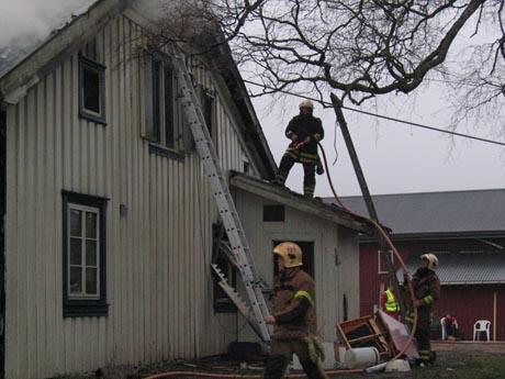 Hele andre etasje ble utbrent på huset i Bjørkedalen. Foto: Hans Christian Eide