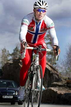Thor Hushovd på treningsøkt langs Drammensfjorden i april. (Foto: Heiko Junge / SCANPIX)