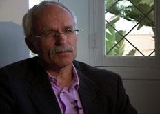 Ambassadør Arne Åsheim støtter forskningen (Foto:NRK)