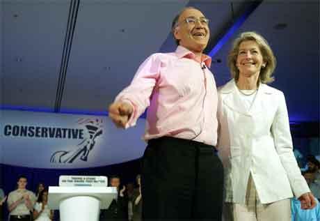 Michael Howard har som oftast med seg kona Sandra på sine valkampmøte. (Foto: Reuters/Scanpix)