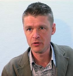 Henrik Pontèn i Antipiratbyrån jakter på fildelere i Sverige. Foto: NRK