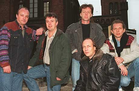 Etter 20 år var originalbesetningen i Flying Norwegian samlet igjen i 1996. Fra venstre: Gunnar Bergstrøm, Johannes Torkildsen, Jarle Zimmermann og Rune Walle, med Cato Sanden foran. NTB-foto: Bjørn Sigurdssøn.