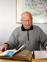 Gunnar Rosenlund har leita etter Jesu tornekrone sidan 1982. Foto: NRK