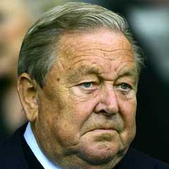 UEFA-president Lennart Johansson kommer ikke til å redde Liverpools mesterliga-plass. (Foto: AFP/Scanpix)