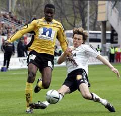 Frode Johnsen storspilte som midtstopper mot Start. Her tackler han Bala Garba. (Foto: Gorm Kallestad / SCANPIX)