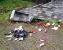 Søppel slengt utover. Foto: Per K. Dyrø, NRK