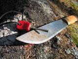 Martin hadde kniv og fyrstål til å lage ild med. Foto: NRK