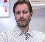 Fastlege Bernard Holthe mener ordningen har forsterket samarbeidet mellom manuellterapeuter, kiropraktorer og leger.