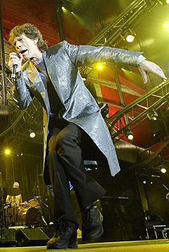 Mick Jagger og The Rolling Stones spiller i Bergen 6. juni. To dager senere står de på scenen i Horsens i Danmark. Svartebørshaiene er ute etter dine penger. Foto: Jose Jordan, AFP Photo / Scanpix.