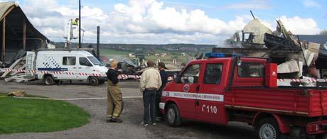 Brannvesenet måtte konstatere at låven brant ned til grunnen. Foto; Kristina Hvarnes Andersen, NRK.