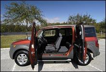 """Dørene i Elementen åpnes """"mot normalt"""" slik at bilen er veldig enkel å stige inn og ut av."""