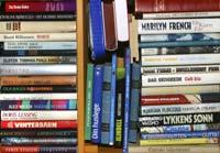 — Det er greitt å ha bøker til å lese på sengen, men ikke lagre bøkene dine der, sier Feng Shui-konsulent Grethe Berg Sæthre.