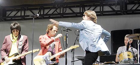 Rolling Stones holder pressekonferanse og forteller om sin nye turne, og tar et par låter for de frammøtte. Foto: Gary Hershorn, Reuters / Scanpix.