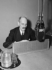 Kong Haakon 7. i BBCs studio. Foto: SCANPIX