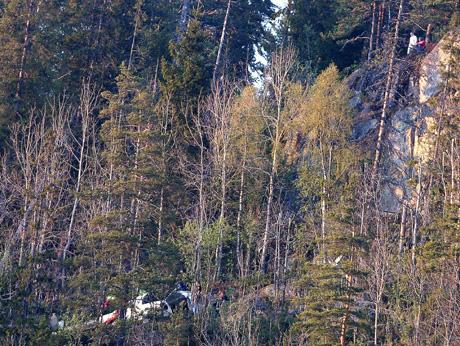 Helikopteret fløy inn i denne knausen og styrtet. Området er svært utilgjengelig. Foto Jarl Fr. Erichsen / SCANPIX