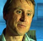 Seniorforsker Leif Nøttestad merker hval. Foto: NRK