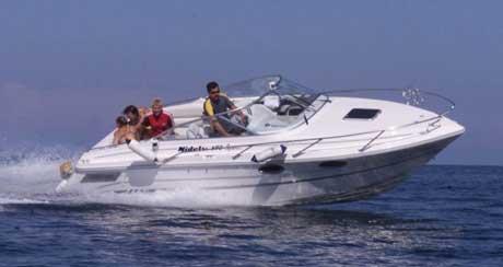 Høy fart, promille og mangel på båtkunnskap er ofte årsaker til at båter havarerer til havs. Foto: Scanpix.