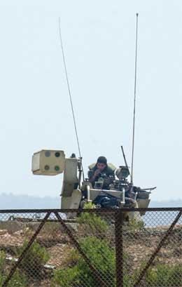 Eit israelsk rakettbatteri like sør for grensa til Libanon. (Foto: AP/Scanpix)