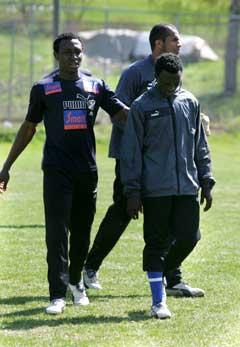 Vil Chinedu Ogbuke (t.v. og Ezekiel Bala (t.h.) noen gang komme til Lyn ? (Foto: SCANPIX)