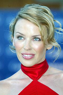 Pop-skjønnheten Kylie Minogue er blitt rammet av brystkreft. Interessen rundt stjernen er større enn noensinne. Foto: Lionel Cironneau, AP Photo / Scanpix.