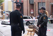 En mann ble skutt og drept av politiet i Larvik sentrum, etter at han truet politiet og tilfeldig forbipasserende med kjøttøks. Alle foto: Nils Mehren, NRK.