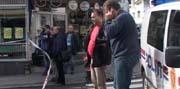 Mannen med øksa prøvde å ta seg inn i butikken Din sykkel i Nansetgata i Larvik. Foto; Nils Mehren, NRK.