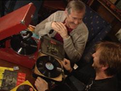John Skien og Bård Ose hyllar Radiofantomene. Foto: NRK