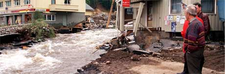 2. juni er det 10 år siden elva Moksa gjorde Tretten sentrum om til et kokende kaos. Foto: Cornelius Poppe/Scanpix