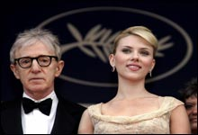 "Woody Allen kom til Cannes sammen med Scarlett Johansson, som medvirker i Allens nye film ""Match Point"". (Foto: Scanpix)"
