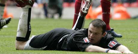 Wayne Rooney hadde sjansen, men klarte ikke å avgjøre kampen for Manchester United. (Foto: REUTERS / SCANPIX)