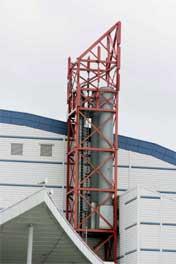 Østfoldhallens kjøletårn kommer aldri til å bli satt i gang igjen. I løpet av tre-fem uker vil kjøpesenteret ha helt ny teknologi på plass. Foto: Ørn Borgen / SCANPIX