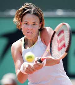Lindsay Davenport i aksjon under kampen mot Katarina Srebotnik. (Foto: AFP/Scanpix)