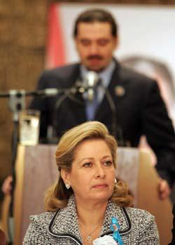 Solange Gemayel er enke etter Libanons eks-leder Bashir Gemayel og Saad Hariri bak henne, er sønn av den drepte eks-statsminister al-Hariri. Begge to stiller til valg neste uke. (Foto: R.Haidar, AFP).