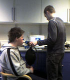 Her blir Kristian testet på oksygenopptak i blodet.