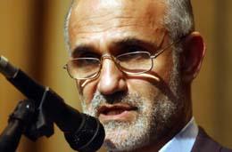 Tidliger kulturminister Mostafa Moin får likevel delta i presidentvalget. (Foto: V.Salemi, AP)