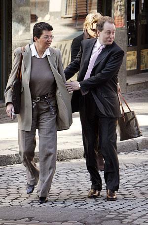 Røkkesaken fortsatte i Oslo tingrett tirsdag morgen. Her Kjell Inge Røkke sammen med sin forsvarer Ellen Holager Andenæs på vei til Tinghuset. Foto: Tor Richardsen / SCANPIX