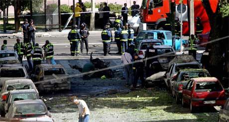 Ei bilbombe gjekk av i Madrid i dag, etter at ETA har varsla ein eksplosjon. (Foto: Reuters/Scanpix)
