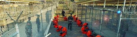 Amerikanerne liker ikke å snakke om det, men særlig i Midtøsten skaper eksistensen av fangeleiren på Guantanamobasen på Cuba problemer for USA. (Foto: AFP/Scanpix)