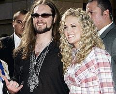 Carrie Underwood ankommer American Idol-finalen sammen med motstander Bo Bice. Foto: Marion Anzuoni, Reuters / Scanpix.
