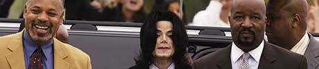 POLITIAVHØR: Juryen i rettssaken får se politiavhøret av tenåringen som anklager Michael Jackson for overgrep. (Foto: Ap/Nick Ut)