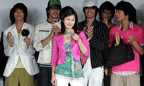 SLIK SER KLÆRNE UT: 281 nordkoreanere syr klær for rike sørkoreanere. (Foto: Lee Jae-Won/AP)